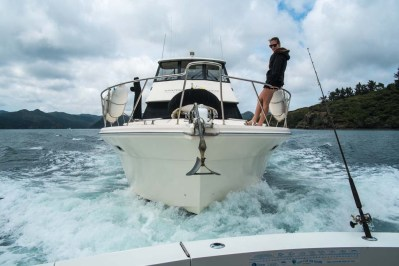 'Gamekeeper', skippered by Leigh's son Gray, on the stern of Boardroom - at 35 knots...